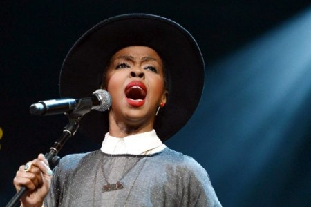 LAURYN HILL SHOWS UP LATE TO CONCERT, GIVES...